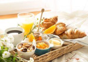 10-idees-de-petit-dejeuner-romantique-pour-un-reveil-en-douceur